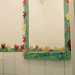 Bad mit handgeformter Blumenbordüre von Guido Kratz