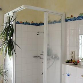 Bad mit handgeformter Schiffchenbordüre von Guido Kratz