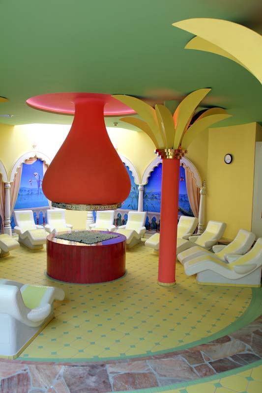 palmbl tter aus keramik in der taunus therme bei frankfurt am main guido kratz. Black Bedroom Furniture Sets. Home Design Ideas