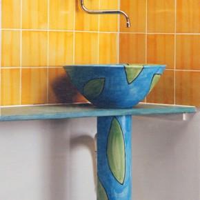 Bemaltes Waschbecken mit Säule und handgeformter Bordüre von Guido Kratz