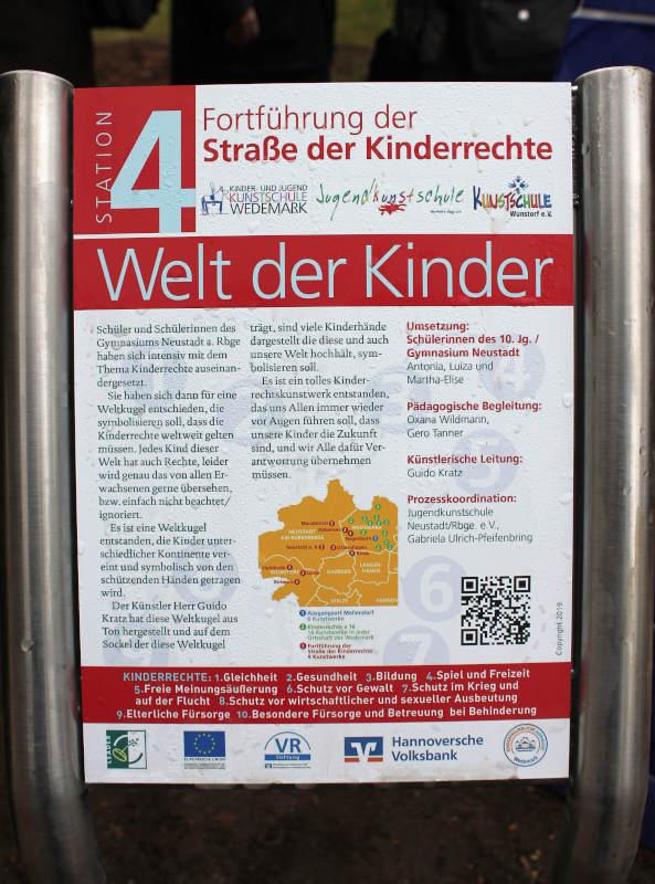Einweihung in Mandelsloh, Straße der Kinderrechte, Skulptur Guido Kratz, Keramik, Hannover 3