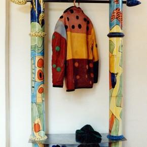 Garderobe aus Keramiksäulen von Guido Kratz