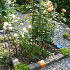 Garten mit Keramik Pflastersteinen von Guido Kratz aus Hannover 1