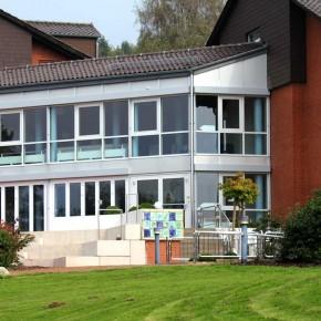 Relief im Außenbereich des Wilhelm Gefeller Bildungszentrum IGBCE von Guido Kratz aus Hannover Bild 1