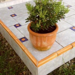 Handwerklich hergestellte Fliesen und Bordüren für den Garten von Guido Kratz