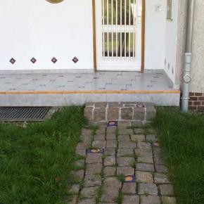Handbemalte Pflastersteine für den Garten von Guido Kratz