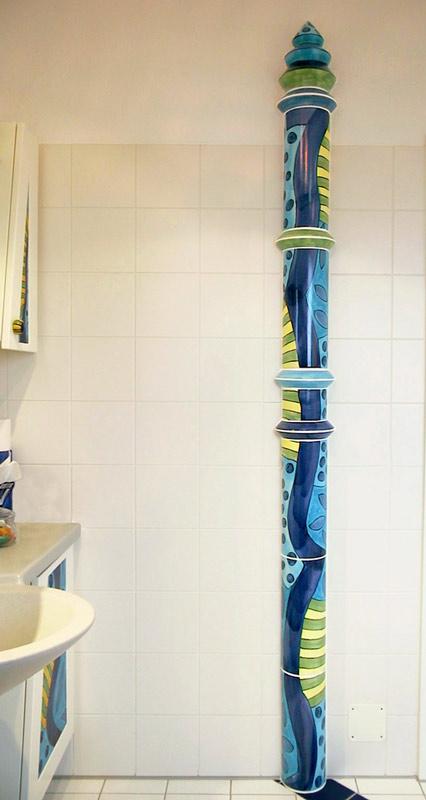 Keramikhalbsäule im Bad von Guido Kratz
