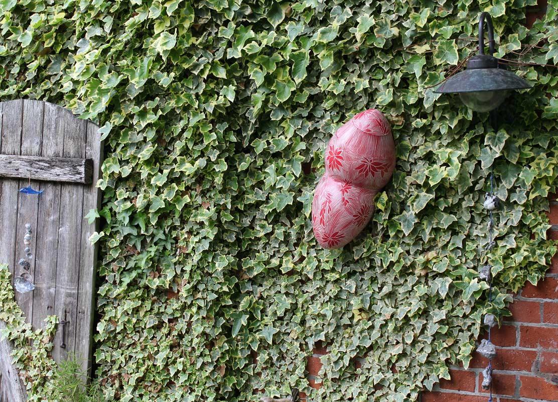 Keramikobjekte von Guido Kratz aus Hannover in einer Gartenausstellung 4
