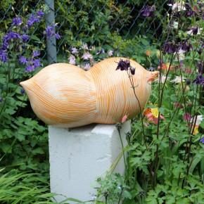 Keramikobjekte von Guido Kratz aus Hannover in einem Garten 7
