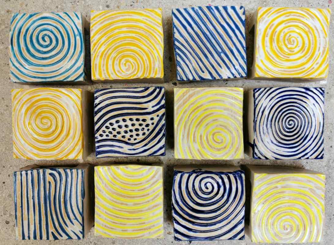 Kermik Pflastersteine rutschfest 10 x10 gelb blau von Guido Kratz aus Hannover