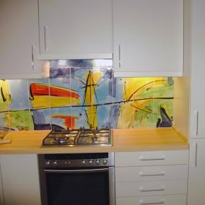 Küche mit frei bemaltem Fliesenbild von Guido Kratz