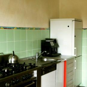 Küche mit plastischer Bordüre von Guido Kratz
