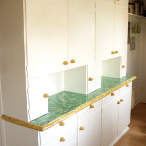 Küchenschrank mit handgemachten Fliesen von Guido Kratz