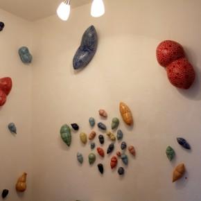 Kunst im Korridor 2, eine Ausstellung mit Keramik-Gefäßen von Guido Kratz aus Hannover