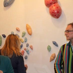 Kunst im Korridor 7, eine Ausstellung mit Keramik-Gefäßen von Guido Kratz aus Hannover