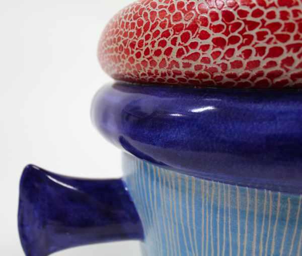 Handgedrehtes Pflanzgefäß blau rot Detail von Guido Kratz aus Hannover
