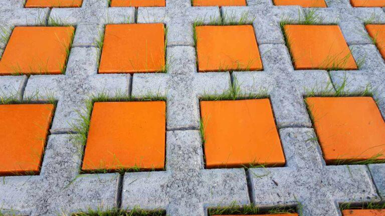 Keramik Pflastersteine in orange auf einem Parkplatz von Guido Kratz aus Hannover