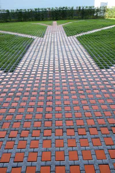 Keramikpflastersteine in orange auf einem Parkplatz von Guido Kratz aus Hannover