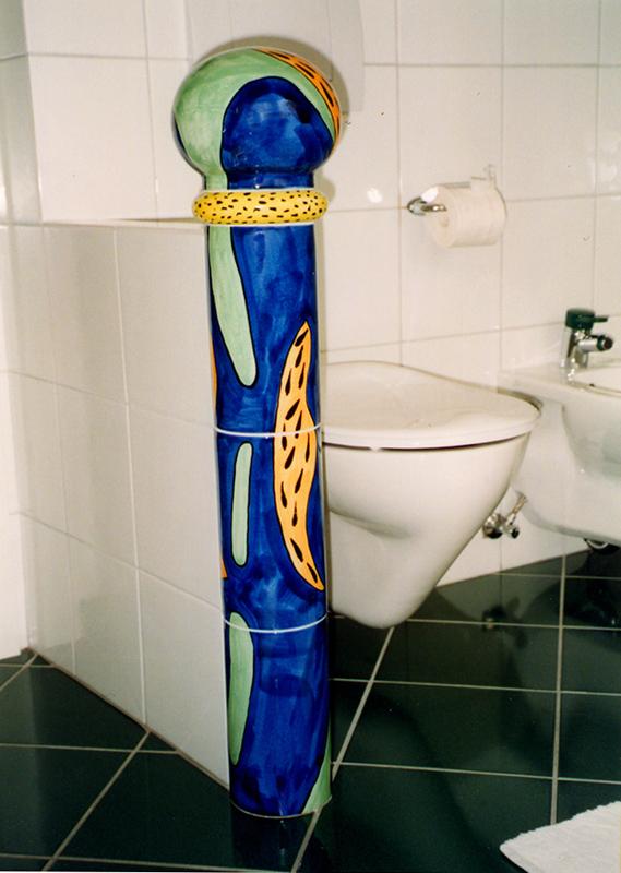 Toilette mit Säule von Guido Kratz