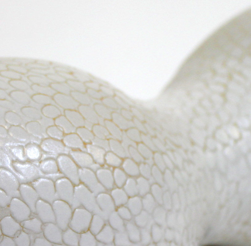 Weiße Keramikskulptur von Guido Kratz aus Hannover 2