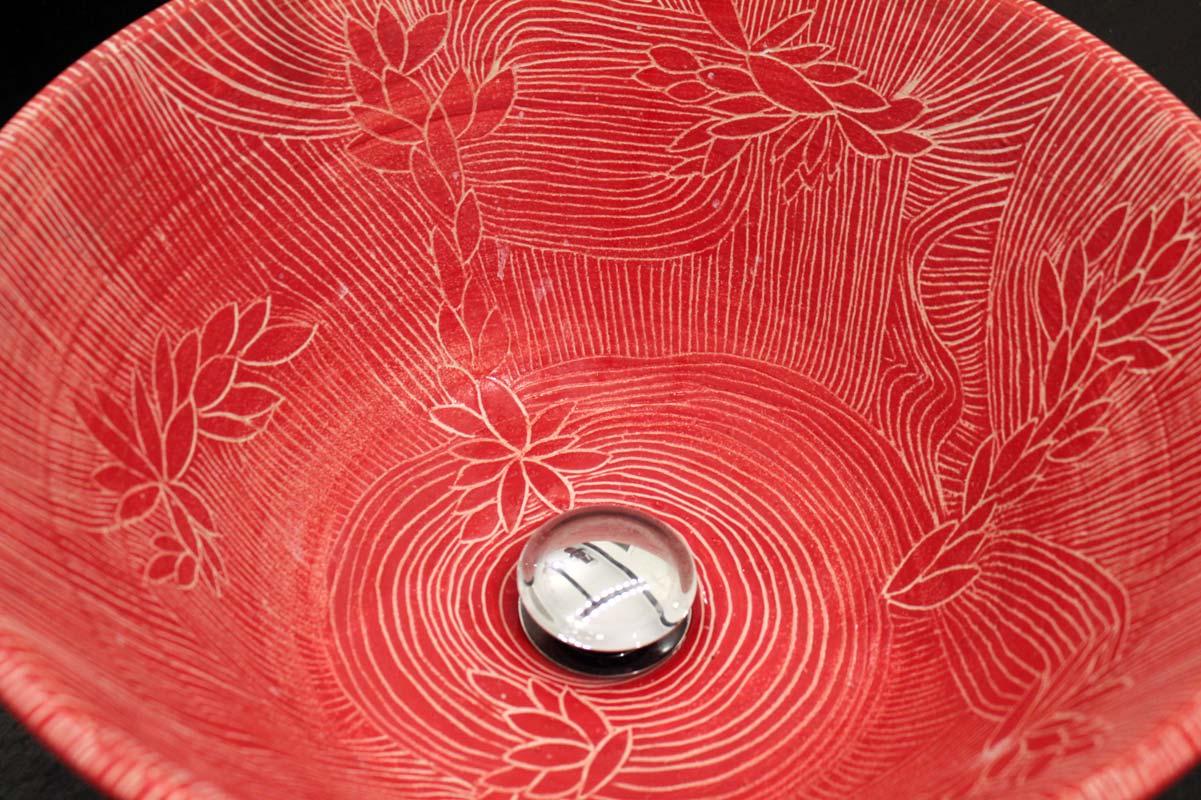 Waschbecken rot mit Sgraffitomuster von Guido Kratz aus Hannover Bild 3