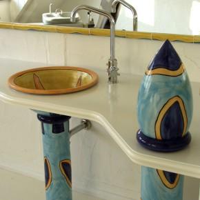 Waschbecken und Säule von Guido Kratz