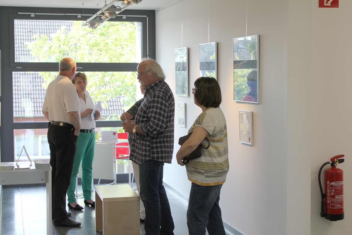 Eröffnung der neunten Kunst hilft wirklich Ausstellung von Guido Kratz und Maria Eilers in der Wedemark Bild 02