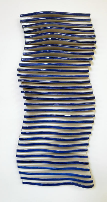 dynamisches Wandrelief blau aus Keramik von Guido Kratz aus Hannover