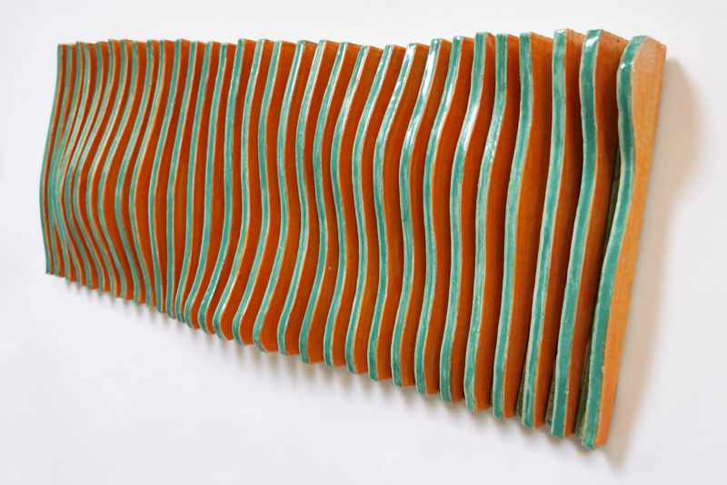 bewegtes Wandrelief aus Keramik grün orange 3 von Guido Kratz aus Hannover